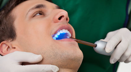 Dentist_UV_light_Depositpho